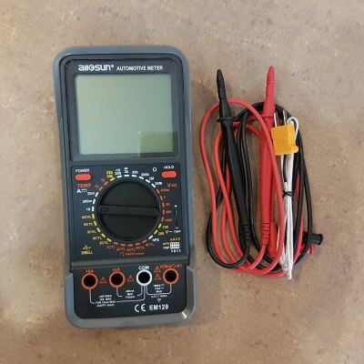 Automotive DMM Meter with Data-hold function ID30760