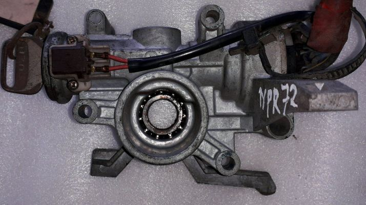 ISUZU NPR72 KEY SWITCH