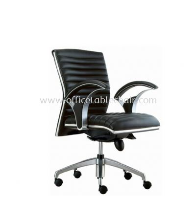 ZINGER DIRECTOR LOW BACK LEATHER CHAIR C/W CHROME TRIMMING LINE