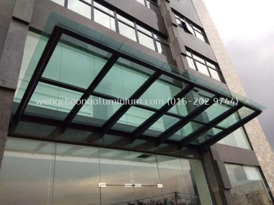 Skylight (Laminated Light Green Glass)