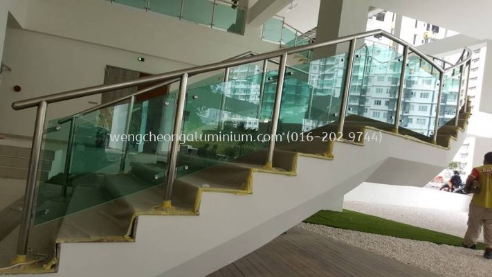 Staircase (Laminated Light Green Glass)