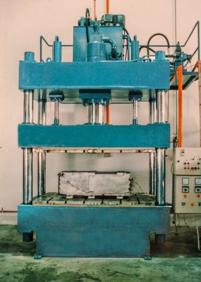 300 Ton Hydraulic Press Machine (Four Column Type)