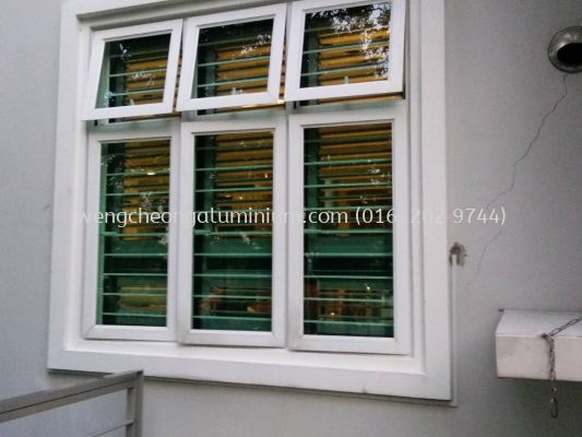 Multipoint Casement Window (Laminated Light Green Glass)