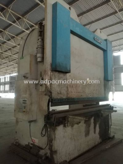 "Used ""LVD"" Hydraulic Pressbrake / Bending Machine"