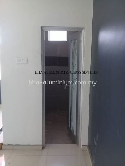 ALUMINIUM TOILET SWING DOOR