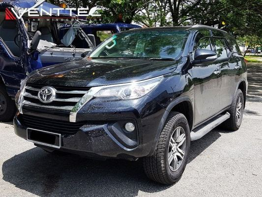 Toyota Fortuner 2016 (5�� = 125mm)Venttec Door Visor