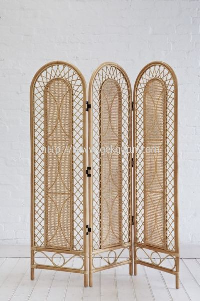 SCR 022 - RATTAN SCREEN DIVIDER