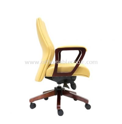 AMBER DIRECTOR LOW BACK LEATHER CHAIR C/W RUBBER-WOOD WOODEN ROCKET BASE