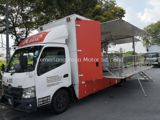 Hino Mobiles Stage