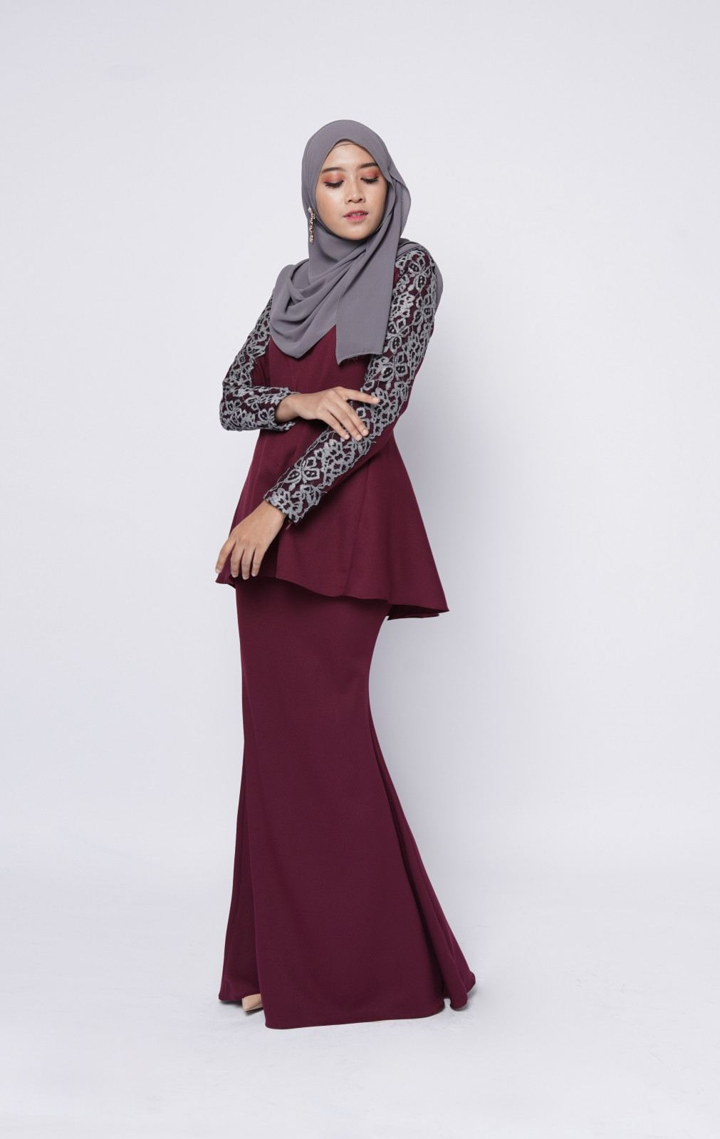 ADELE FISHTAIL - BURGUNDY MAROON