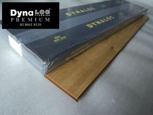 12mm Laminate Flooring - Valencia Pine ( U-8610 )