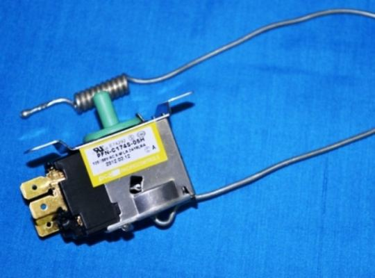 Code: 88175 Samsung Chiller Thermostat 3 Pin