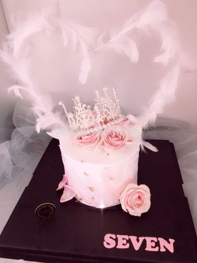 Dream Rose & Crown Cake
