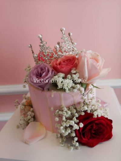 Classic Crown Rose Cake