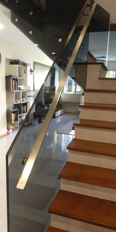 STAIRCASE GLASS RAILING 71