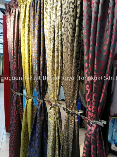READYMADE CURTAIN (FRENCH PLEAT)
