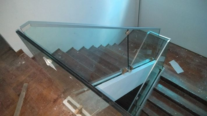 STAIRCASE GLASS RAILING 72