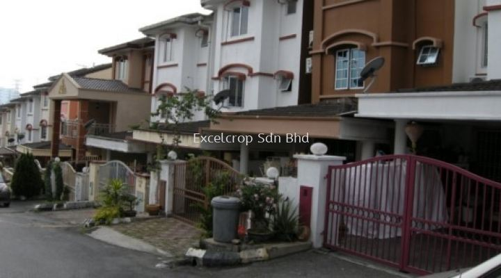 (R1132) Triple Storey Terrace House for Rent