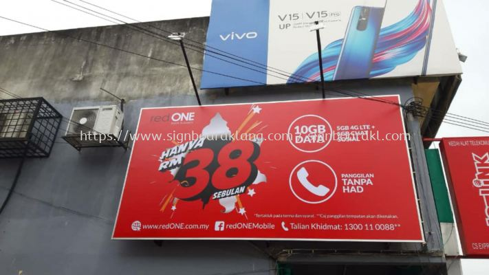 Red one network Billboard at teluk palima klang