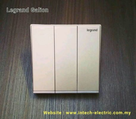 LEGRAND GALION 282405-C2 3GANG 2WAY SWITCH - CHAMPAGNE��SILVER BAR��