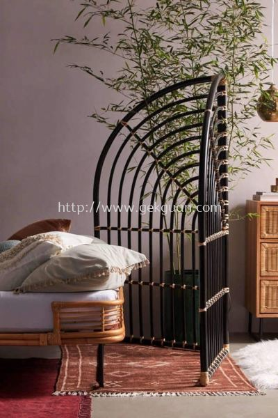 SCR 037 - RATTAN SCREEN DIVIDER