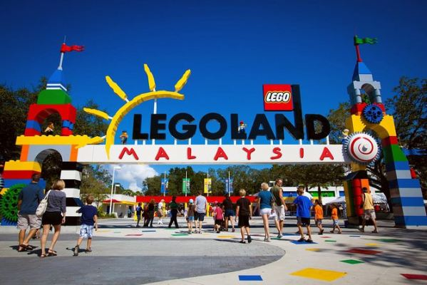 Legoland / Hello KittyTown