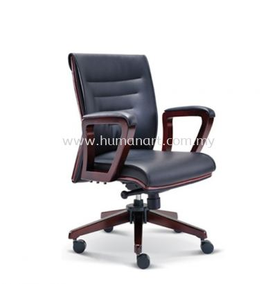 ACTOR DIRECTOR LOW BACK LEATHER CHAIR WITH WOODEN TRIMMING LINE