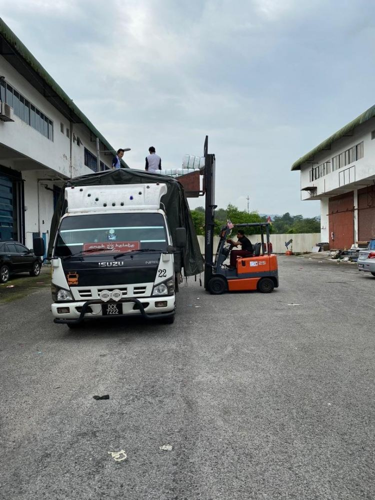 11.11.2019 Loading bundle to customer's lorry
