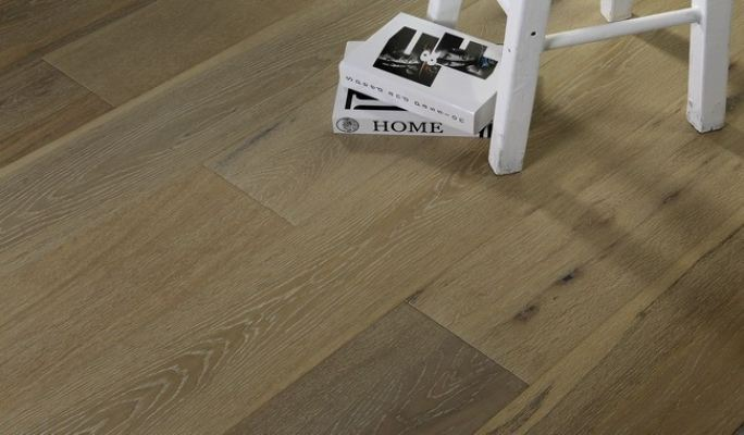 Light Fumed & White Brushed (Oak 07)