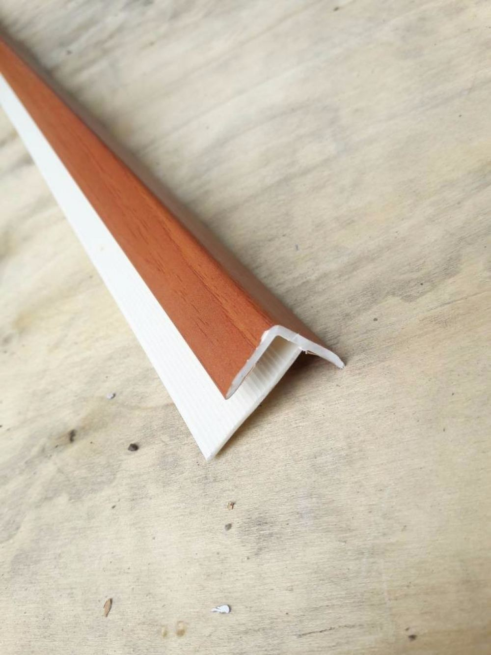 (F8-1032) PVC Stair Nose F 8mm - Cherry