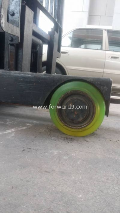 Replace Reach Truck Wheel