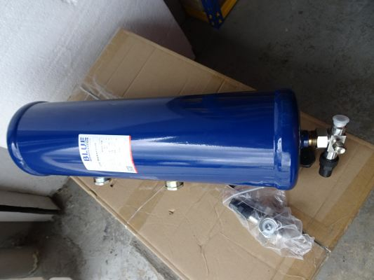 BLUE BLR OIL RESERVOIR C/W ROTALOCK VALVE