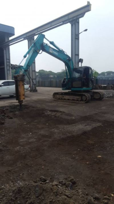 Hydraulic Excavator With Hydraulic Breaker