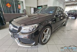 To have close shot with the Black series of Mercedez Benz C200 Coupe