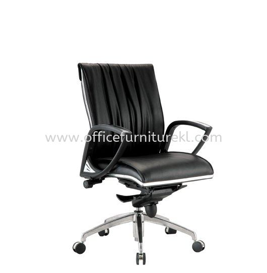 VITTA DIRECTOR LOW BACK LEATHER CHAIR C/W CHROME TRIMMING LINE