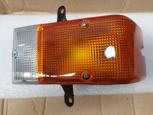 TOYOTA DYNA LH80 FRONT SIGNAL LAMP (NEW)