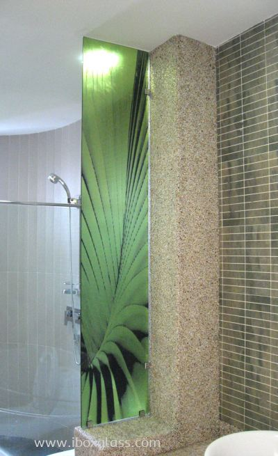 Shower Panel with Green Leaf Designs