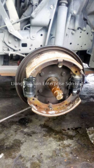 TOYOTA BRAKE LINING AND PUMPS