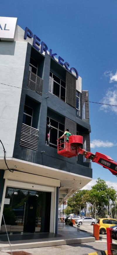 signage cleaning and windows cleaning