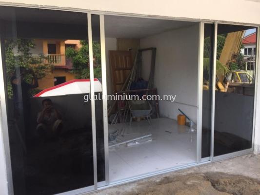 pintu sliding aluminium ( silver) 4 panels + cermin hitam
