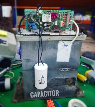 Autogate Capacitor