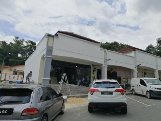 http://wa.me/60162322627 #Project:#Tmn Permai#店屋翻新油漆工程正进行。#Refurbishment and #painting works for the shop are in progress. #要油漆#找我们#Paint it.# TKC Painting#Seremban#Negeri Sembilan  https://www.facebook.com/pg/tkcpaintingN.S/about/ #拥有20年的油漆经验 #让您安心~#价格最公道!  ●#承包与#承接: #各大小油漆工程与#油漆服务。      ~#业大小油漆# 单层/#双层店屋与#排屋#Banglo,#半独立式,#独立式,#蓄水池#TNB,#酒店,#工,#神庙,#学校等各大小 '油漆'…… #Painting services &#Painting Projects #package labor and materials。 #Shophouse, #home, #temple, #factory,#Tangki#and #school…… https://m.facebook.com/tkcpaintingN.S/?ref=bookmarks  https://www.tkcpainting.com.my Ms Tan 016-232 2627
