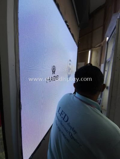 The Curve LED Screen @Habib Jewel