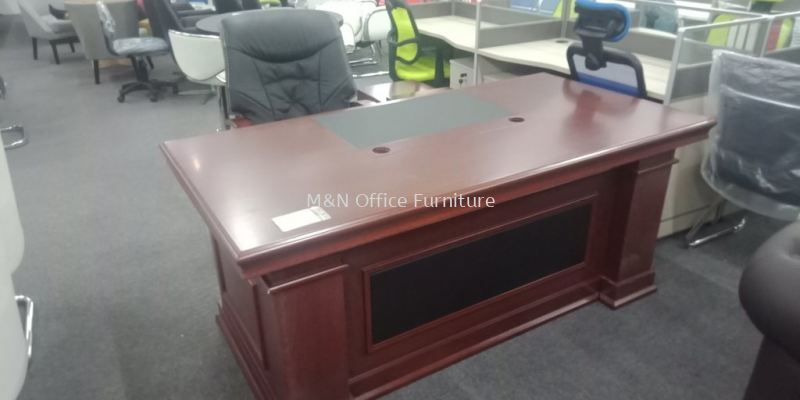 Director Table + Free Director Chair - MN-1861