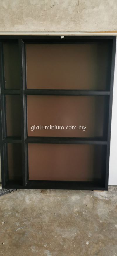 aluminium 1 x 4 hollow p/c Black + mirror and composite panel