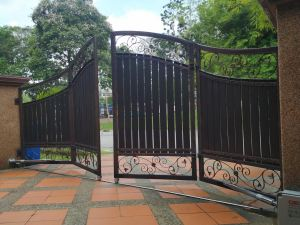Residential arm type swing/folding gate system