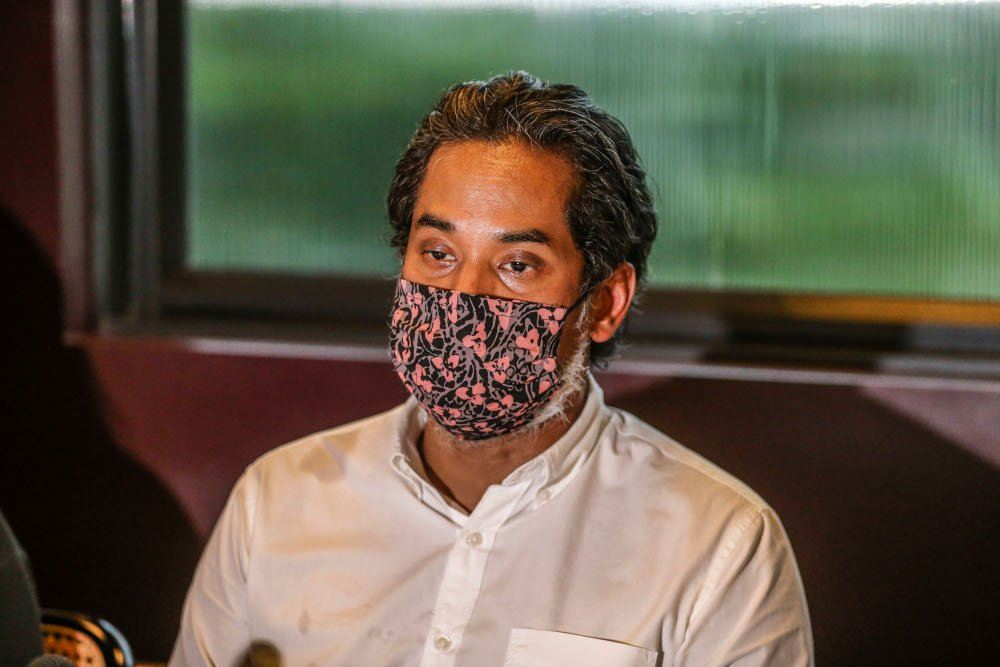 Khairy denies supporting Anwar to be next PM