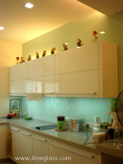 Kitchen Glass Backsplash