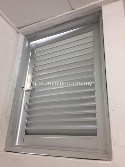 Louvres aluminium swing door @jalan Sarjana 5, taman Connaught. cheras