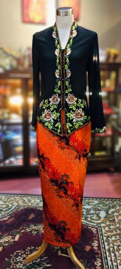 ��ɫѩ���廨���Ǹ�Q�� Size 36 Nyonya Kebaya Embroidery (Floral Motif) - Black